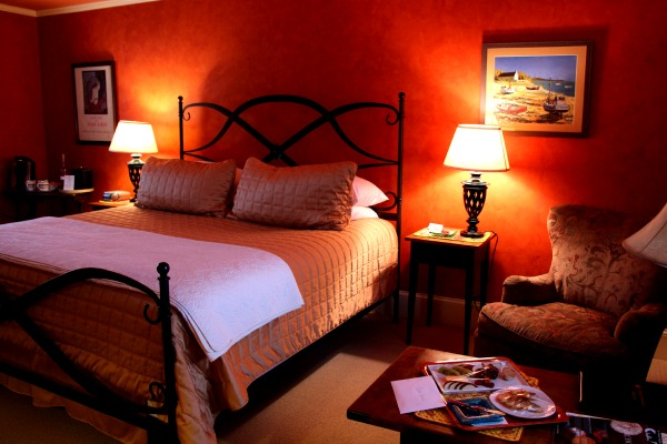 room 4 at lauberge provencale