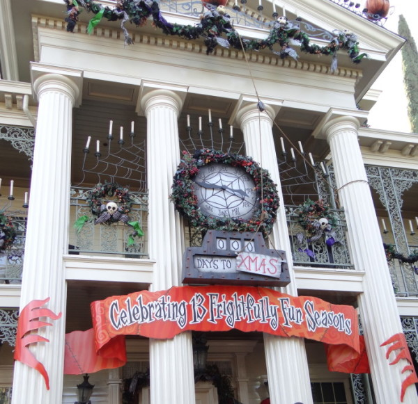 Haunted-Mansion-at-Halloween-Front-700x678