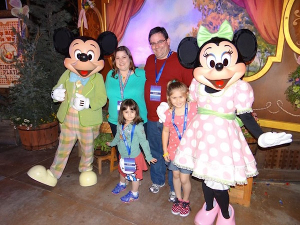 Cullo-Family-at-Disney-Social-Media-Moms-2014-Mickey-and-Minnie-700x525