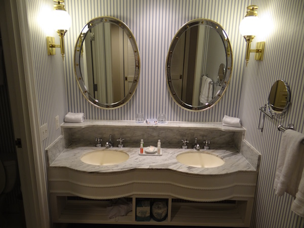 Disney Yahch Club Resort - Room - Bath Vanity
